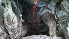Вход в пещеру Фун-Фун. Где-то около полутора метра в диаметре.