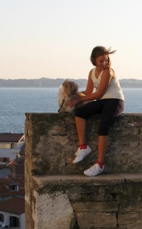 Словенская девочка с собачкой. Piran, Slovenia