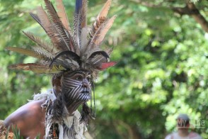 Индеец племени Таино (ряженый, нету их больше)