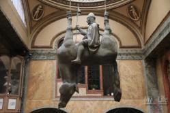 Перевернутый конь, Д. Черный