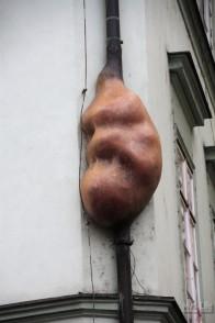Эмбрион, Д.Черный, на стенах Театра